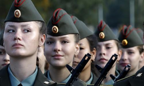 Право женщин-военнослужащих на отпуск по уходу за ребенком